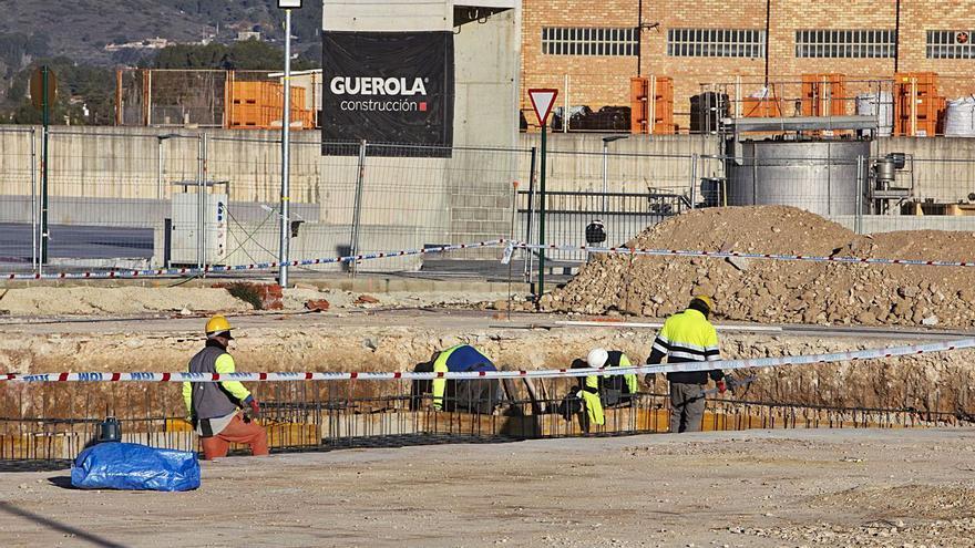 Arrancan las obras de la nueva zona comercial del polígono El Pla