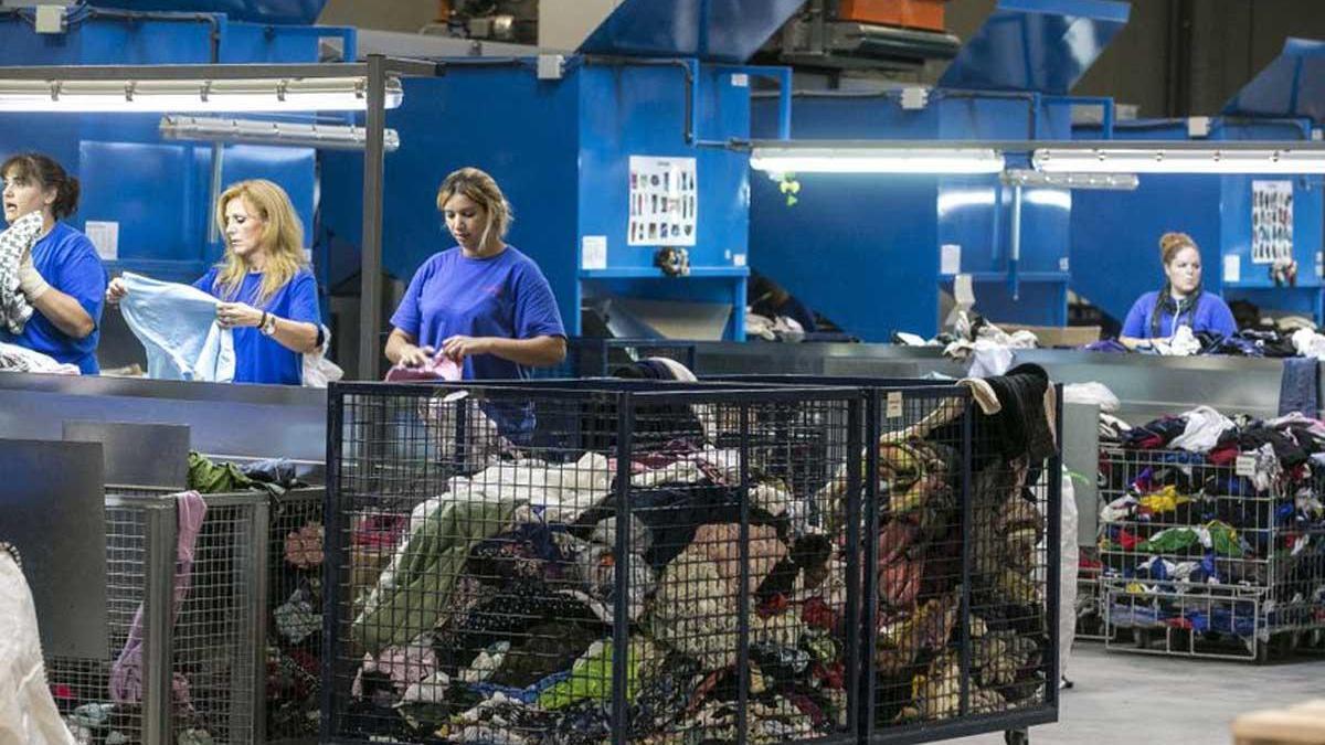 Imagen de archivo de una planta de reciclaje textil.