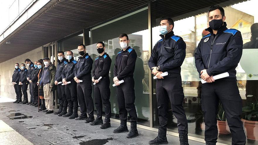 """La Policía de Cangas alcanza los 27 efectivos y retomará """"desde primavera"""" el turno de noche"""