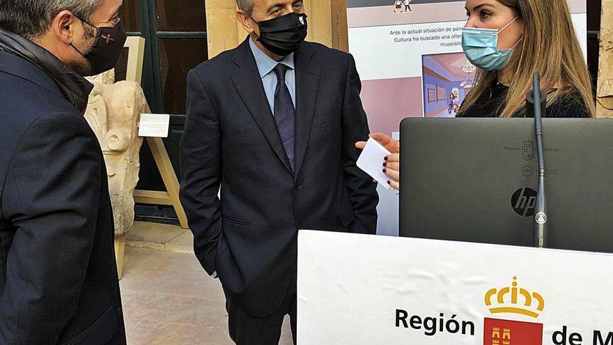 Obra social de Sedauto dona a la CARM dos ordenadores para visitas virtuales de los alumnos