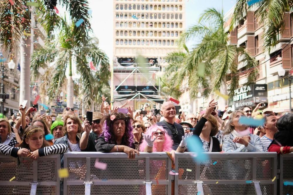 Carnaval de Día del Sábado de Piñata de Santa Cruz