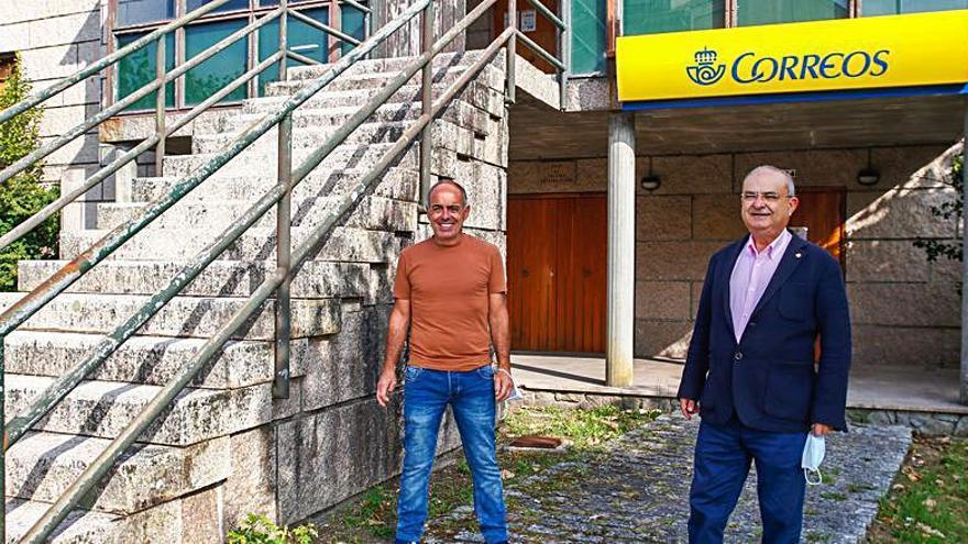 García saca pecho en la oficina de Correos