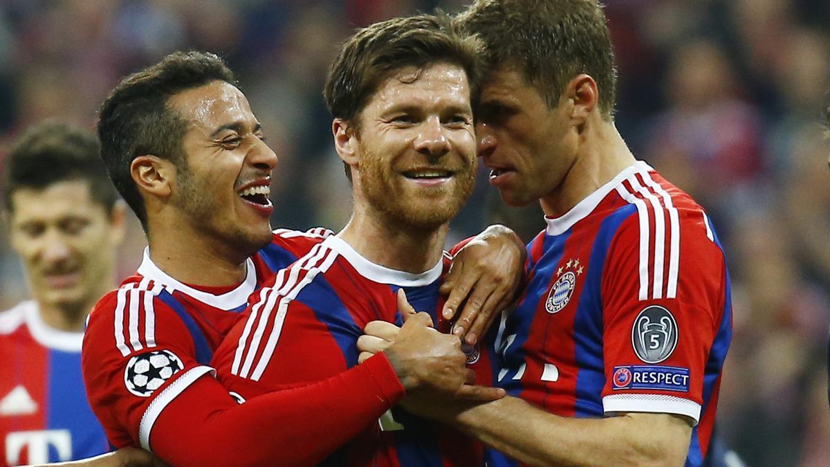Xabi Alonso celebra un gol con el Bayern de Munich durante su etapa en la Bundesliga