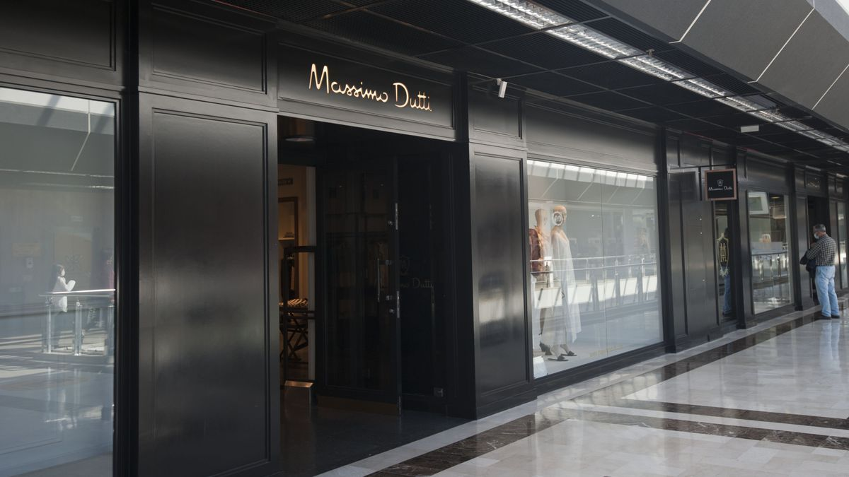 Tienda Massimo Dutti en el centro comercial Cuatro Caminos.