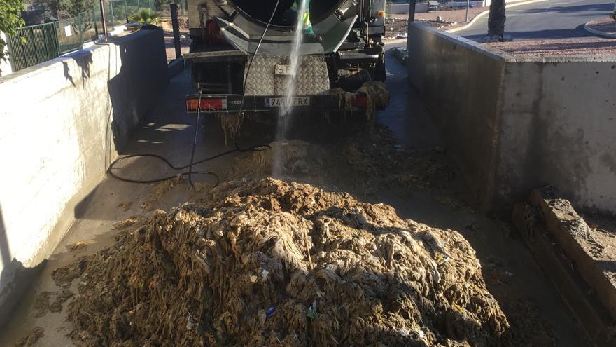 """Petrer pone en marcha con Aguas de Alicante la campaña """"Basta de diminutivos"""" para concienciar sobre los efectos del mal uso del váter"""