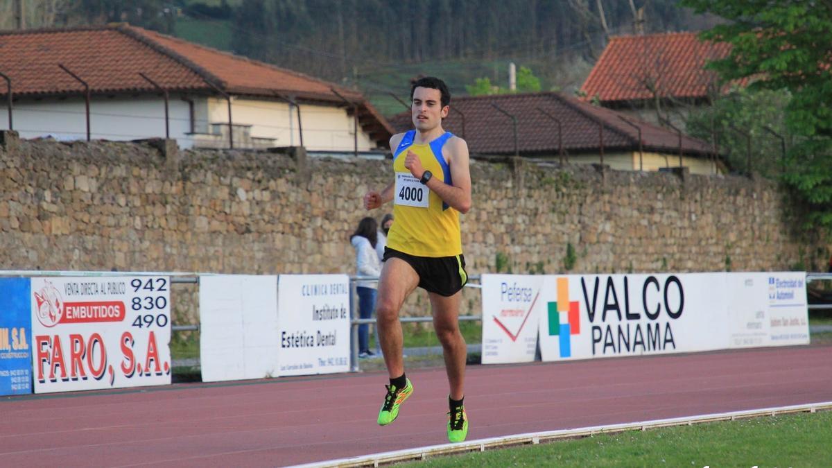 Diego Bravo, con la camiseta de Atletismo Zamora