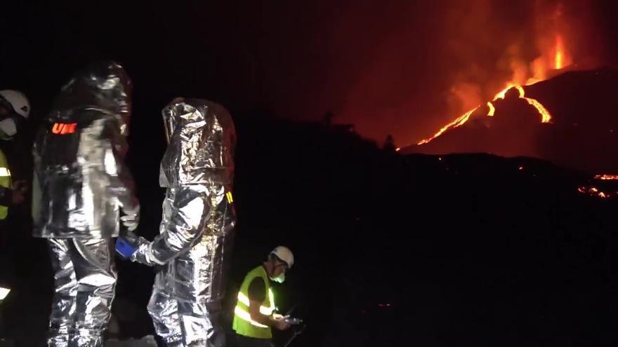 Medición de temperatura en la colada del volcán de La Palma