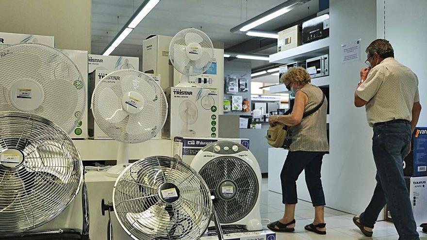La compra de ventiladors genera cues en botigues d'electrodomèstics de Manresa