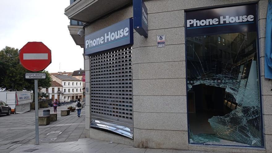 Asaltan por alunizaje la tienda Phone House de Lalín, pero no roban nada