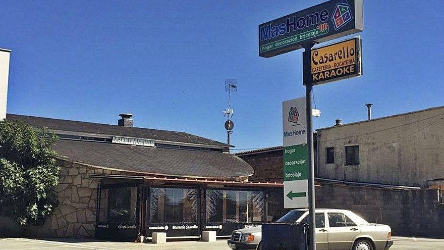 Un bar de Castrelo cierra por iniciativa propia tras el positivo de una empleada