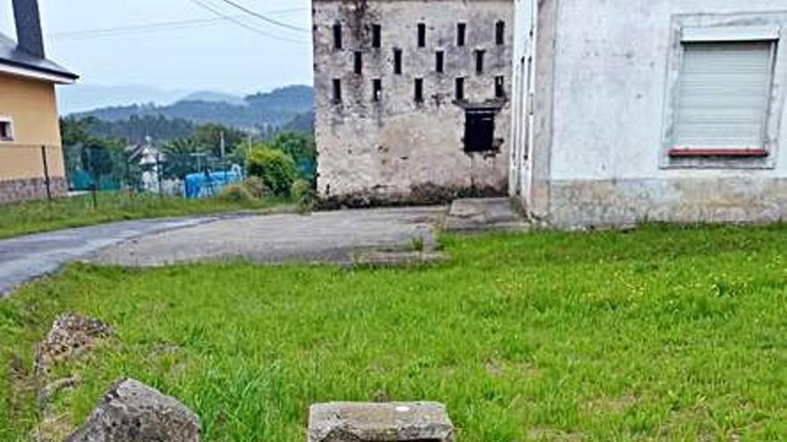 Los albergues de Vegadeo y Trabada denuncian vandalismo en las señales del Camino