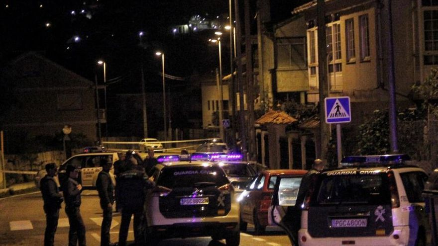 Un hombre se atrinchera con una escopeta en la casa de su pareja en Cangas y se hiere de un tiro