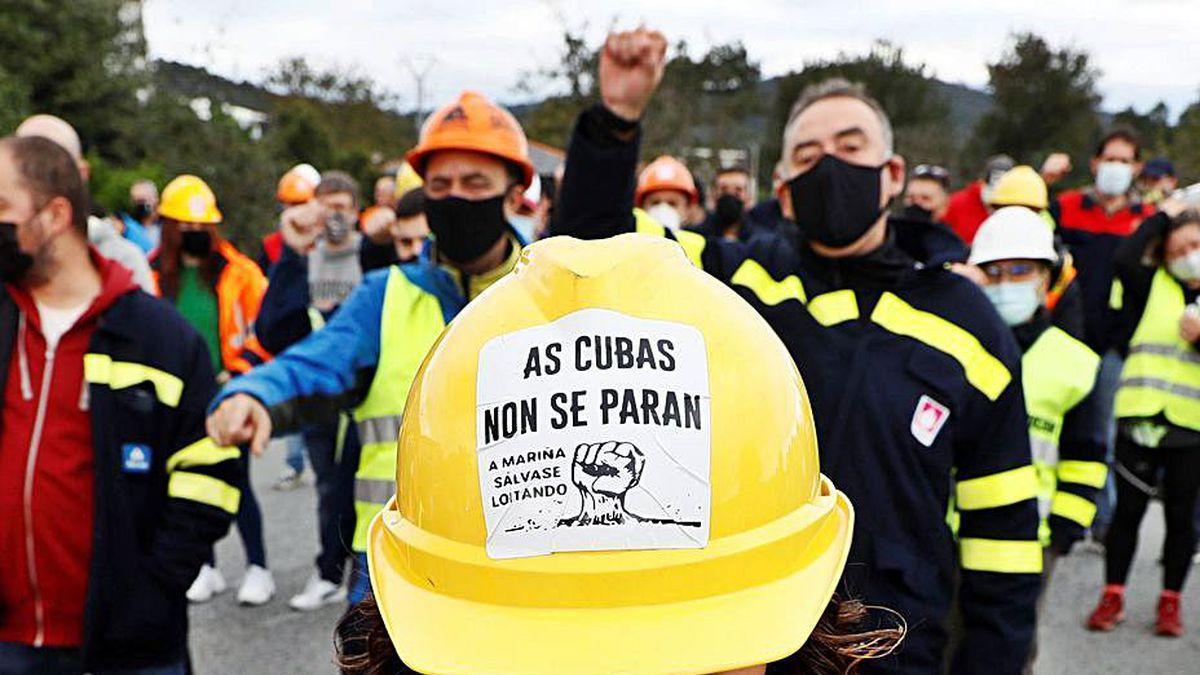 Protesta de trabajadores con el lema 'As cubas non se paran'.