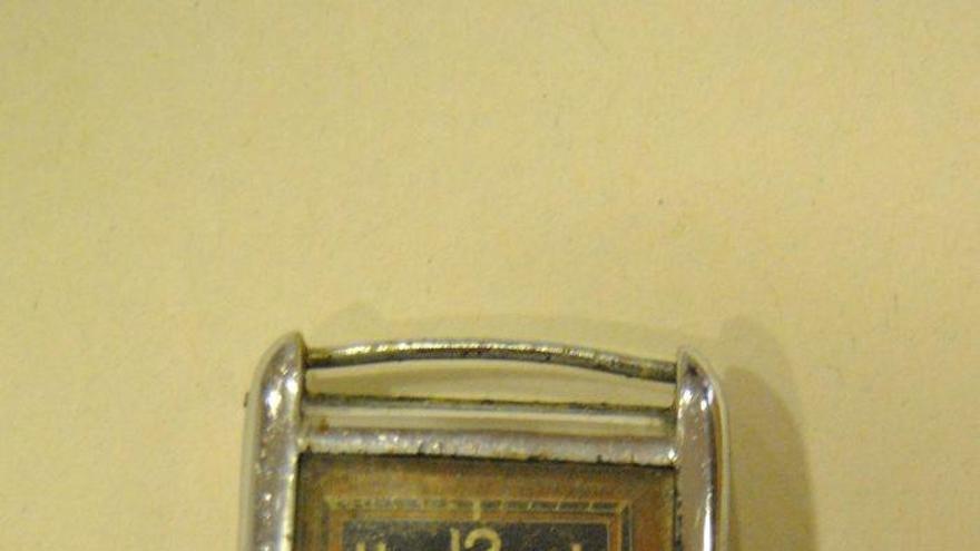 Retornen a la família d'un deportat manresà un rellotge que els nazis li van confiscar