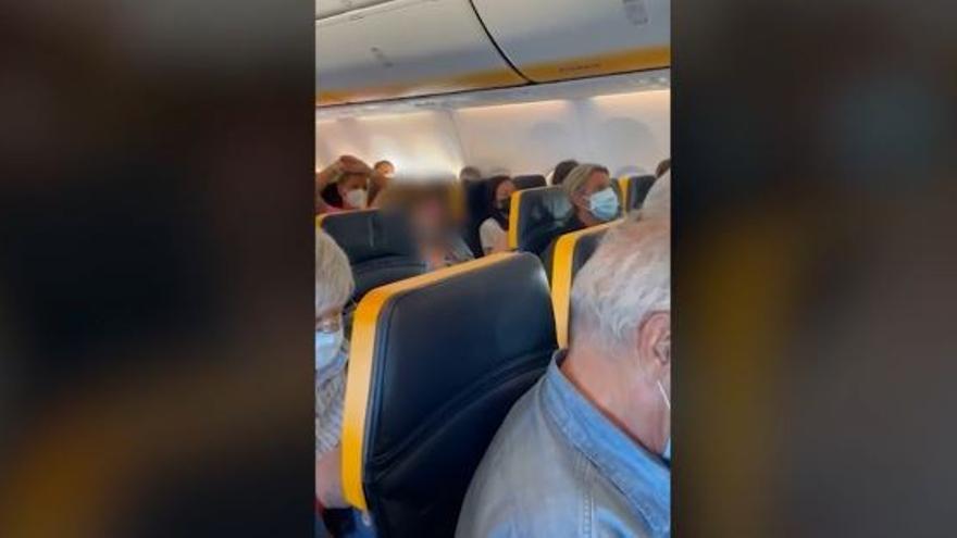 VÍDEO: Así fue la bronca por no llevar mascarilla en un vuelo Ibiza - Milán