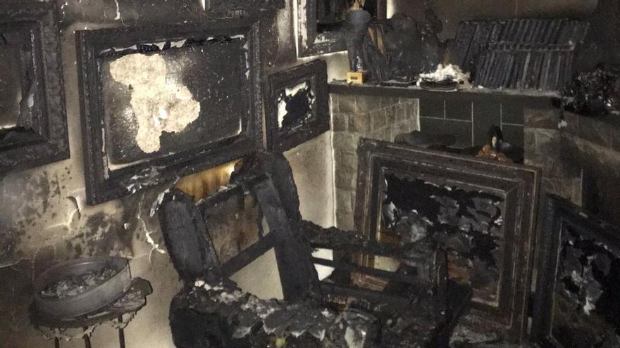 Entren a robar en una casa d'Olot, roben mobles i quadres i provoquen un incendi