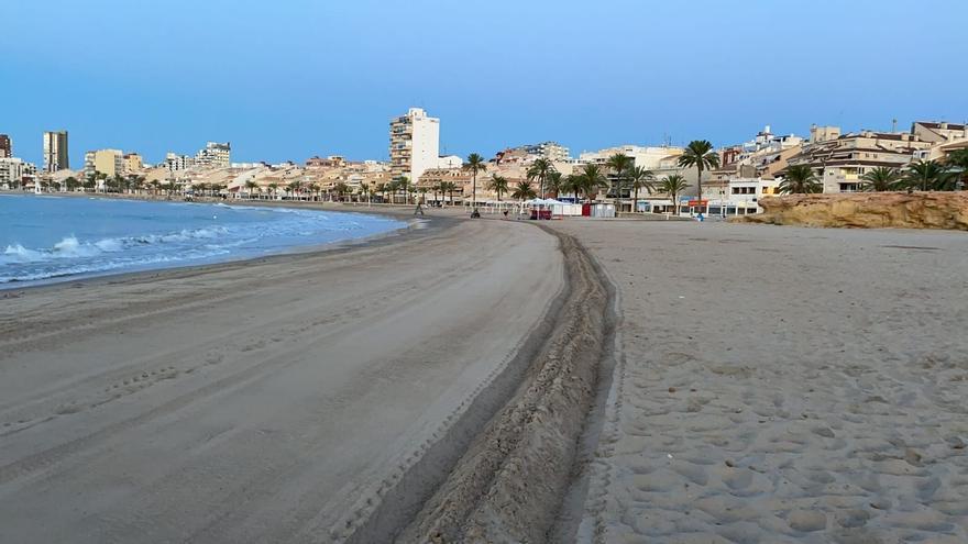 El Campello refuerza la delimitación de las áreas en las playas por el covid-19
