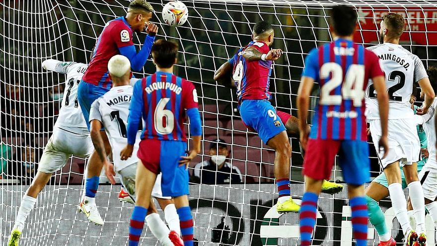 Araújo salva un punt per a un gris Barça que multiplica els dubtes