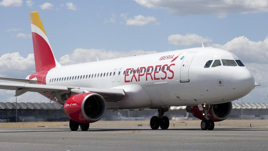 Iberia Exprés lanza los billetes del vuelo a Tenerife, que este año se adelanta