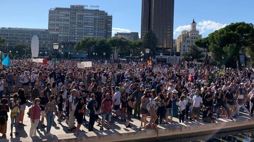 EN VÍDEO   Prop de 2.500  persones protesten a Madrid contra l'ús obligatori de la mascareta