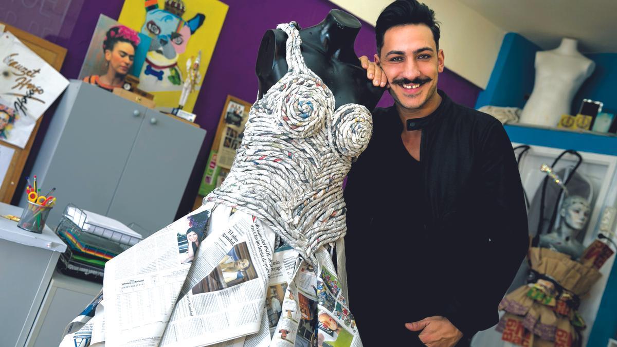 Make-up artist Nauzet Afonso teaches a self-characterization workshop at Mata Castle