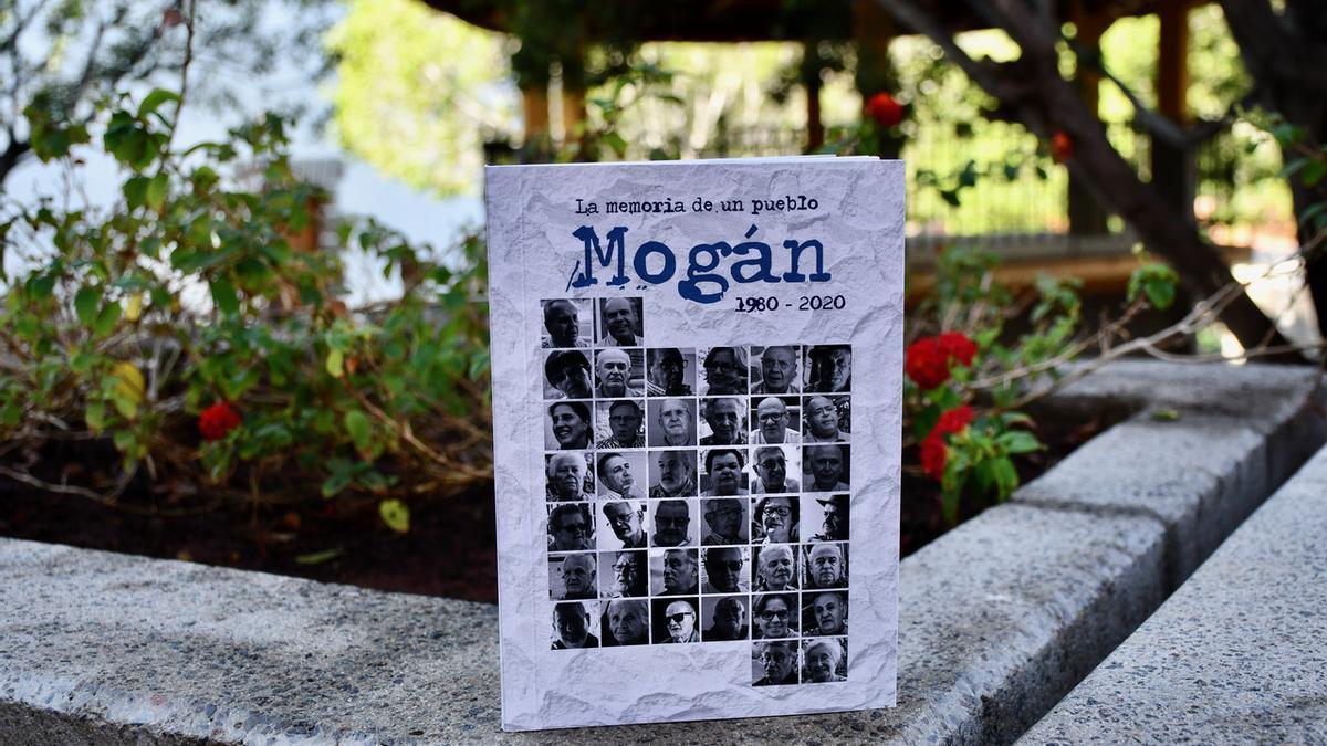Libro 'La memoria de un pueblo. Mogán 1980-2020'.