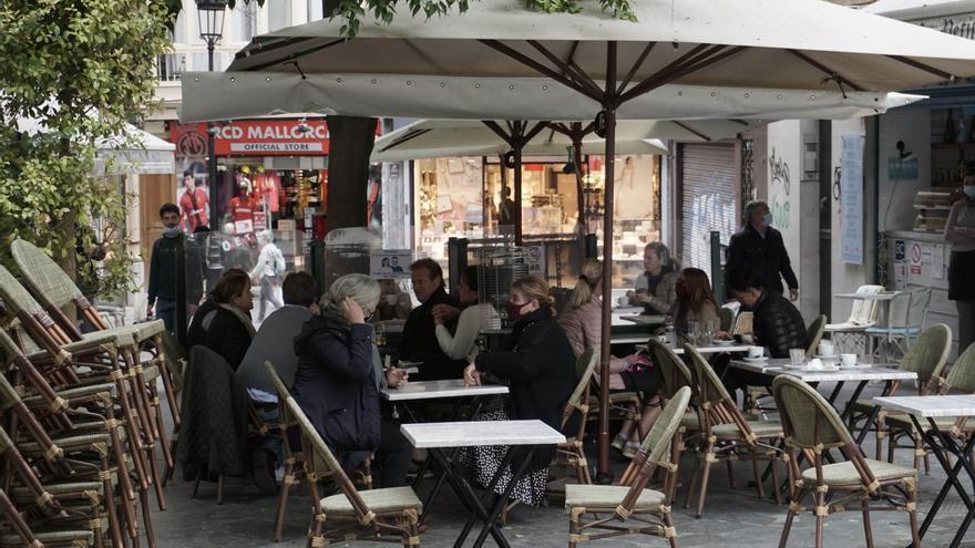 Los bares y restaurantes de Mallorca pueden volver a abrir por la noche desde hoy para servir cenas