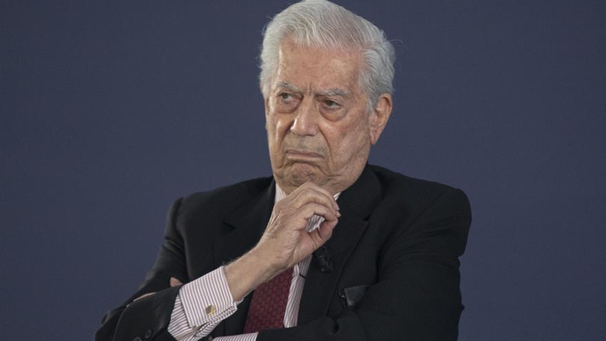 Vargas Llosa defiende que ordenó declarar todos sus ingresos