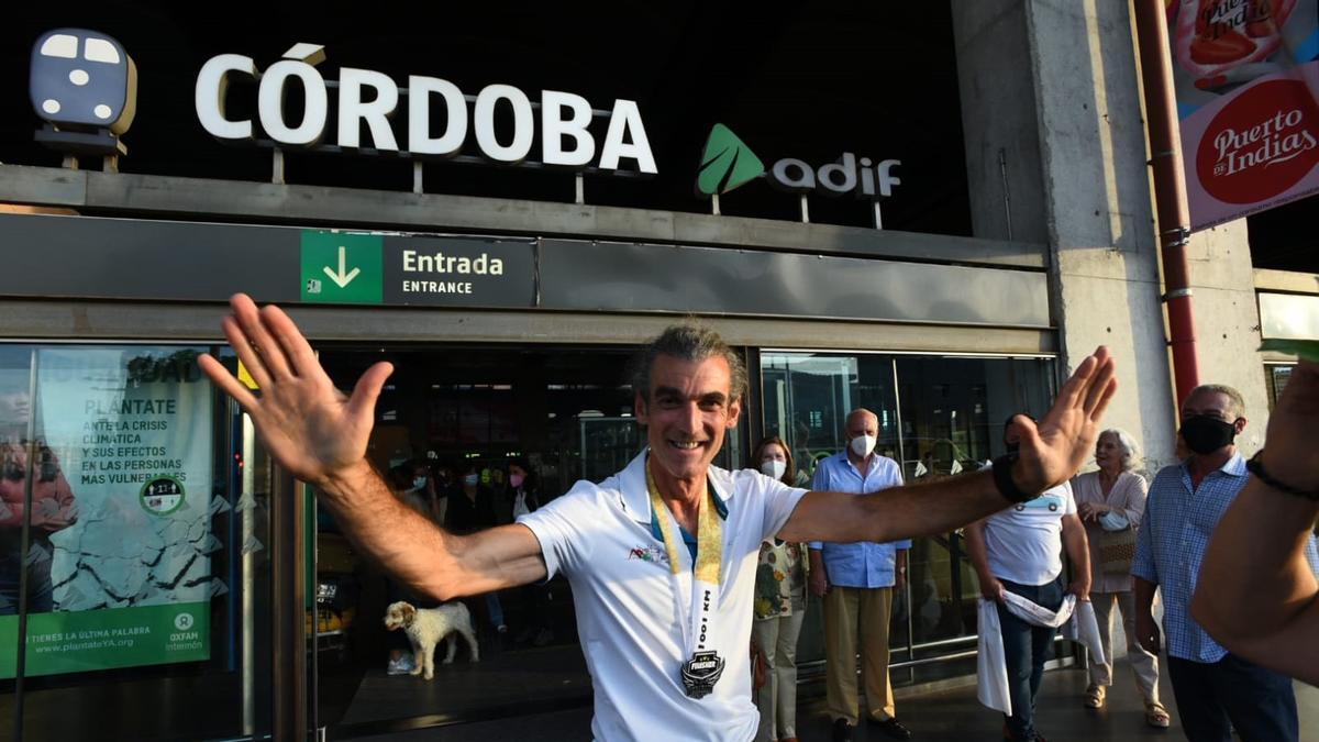 Rafael Argote, a su llegada a la estación Central de Córdoba, en la tarde de este domingo.