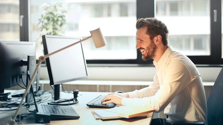 Los mejores monitores de ordenador para teletrabajar con comodidad