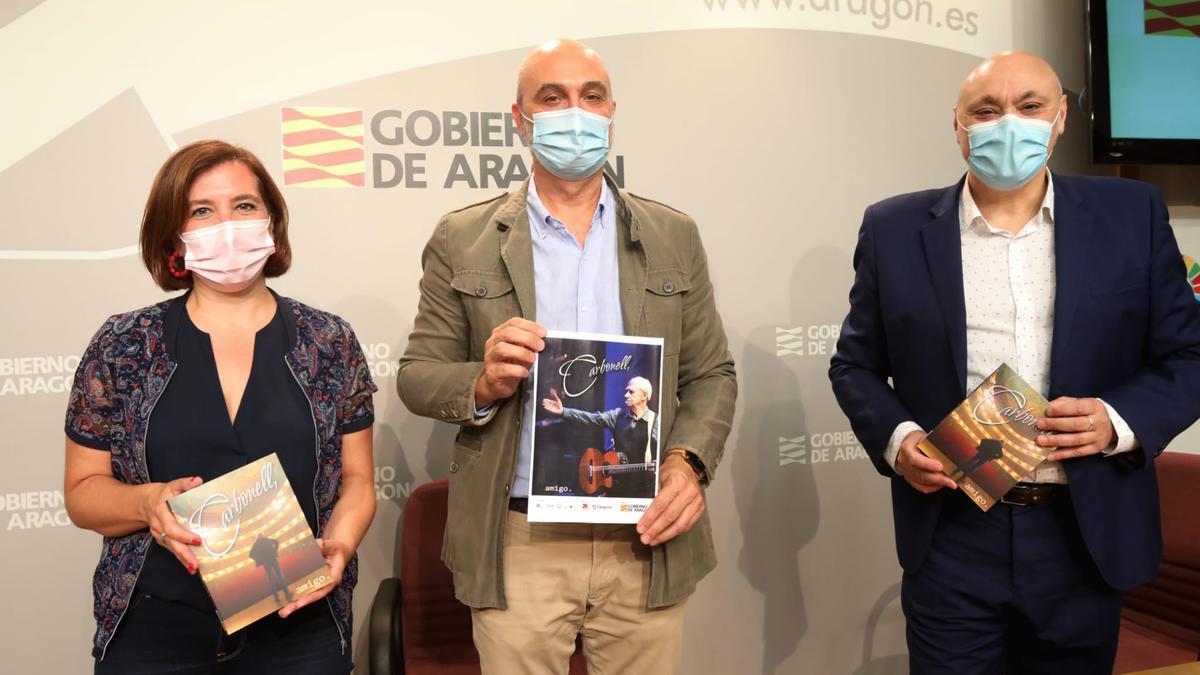 Sara Fernández, Víctor Lucea y Gabriel Sopeña, este lunes en la presentación del homenaje en la DGA.