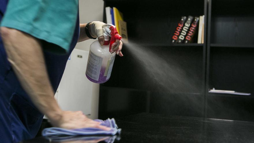 Crecen las intoxicaciones por la mezcla de productos de limpieza durante la pandemia