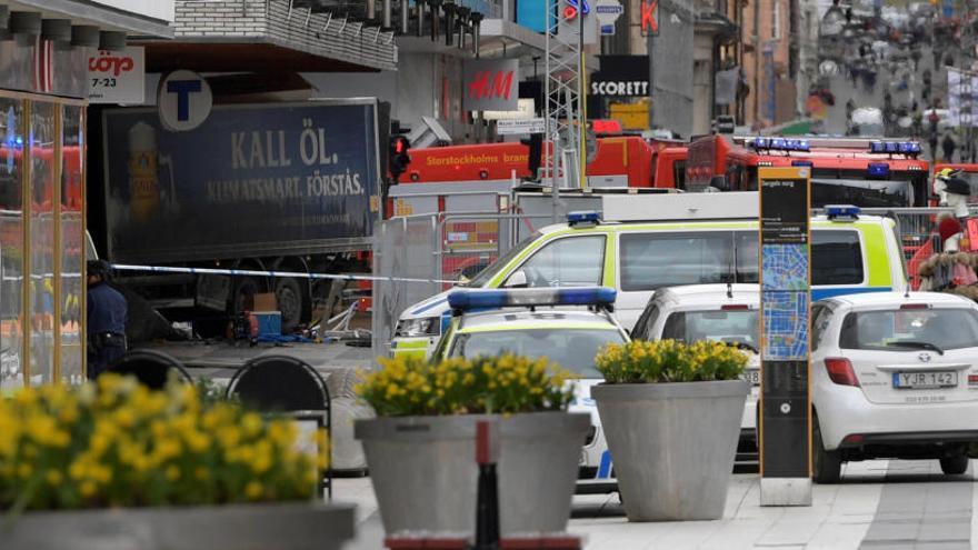 Muere una de las víctimas del ataque con camión en Estocolmo