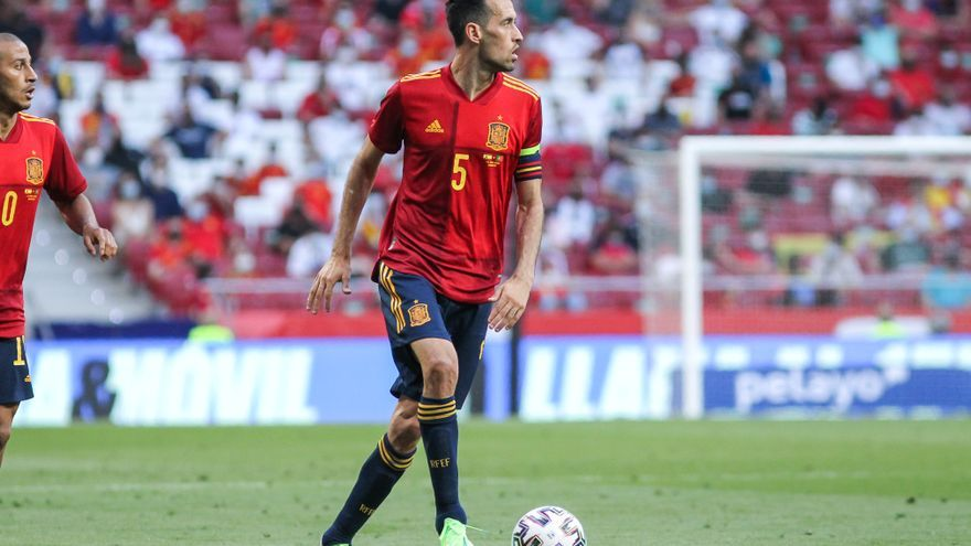 Sergio Busquets da negativo y viaja a Sevilla con la selección española