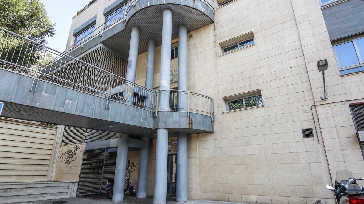 Traseras del edificio Zigurat.
