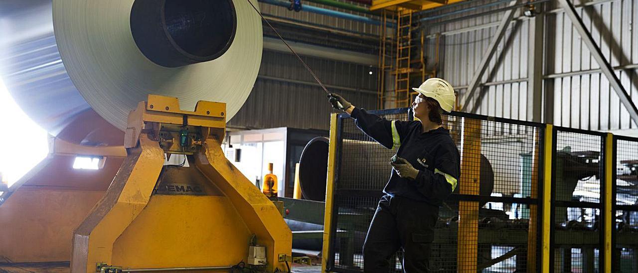Instalaciones de la fábrica de aluminio de Aludium en Alicante.   RAFA ARJONES