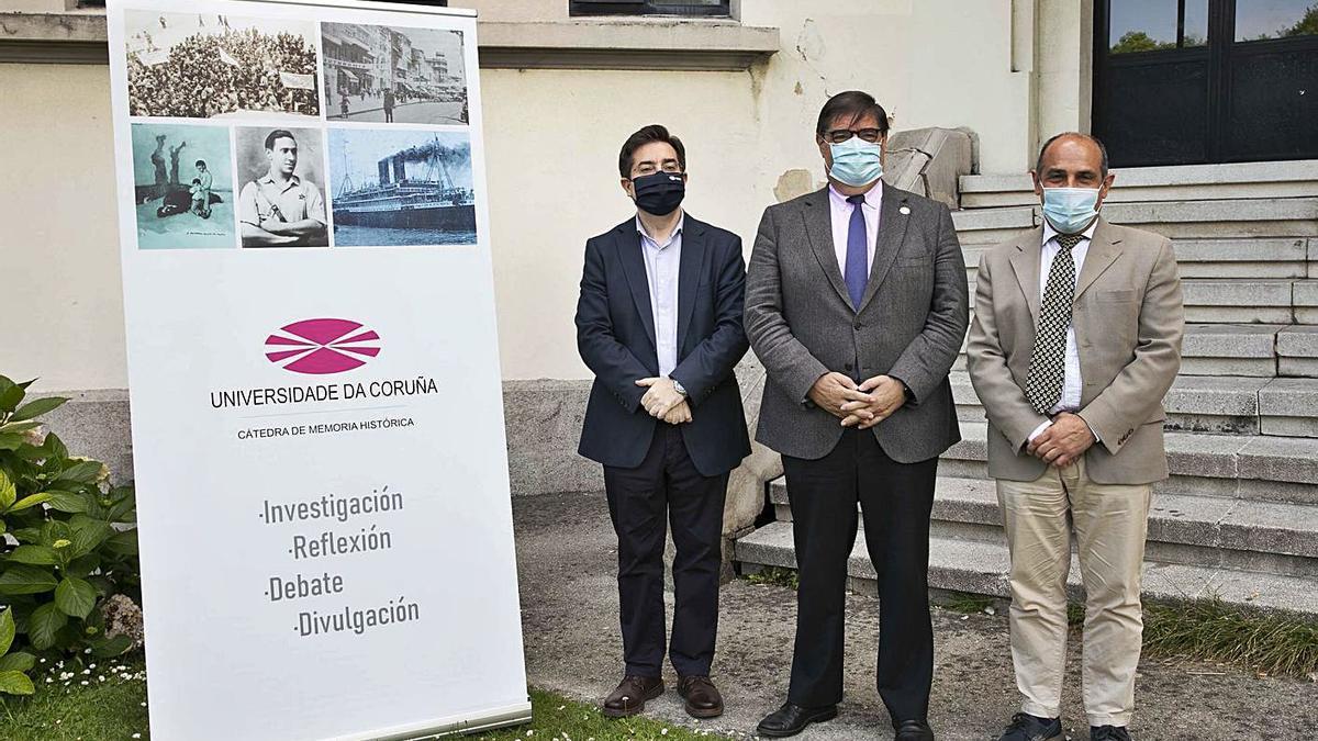 Uxío-Breogán Diéguez, Julio Abalde, e Jesús Celemín, onte no Centro Universitario de Riazor.   | // LA OPINIÓN
