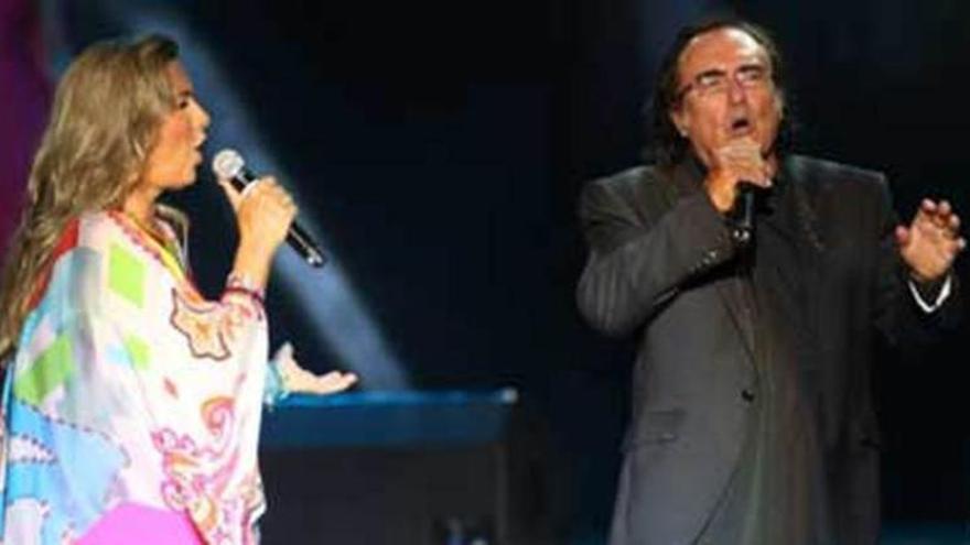 Romina y Albano, en pleno concierto, la noche del martes en Peralada.