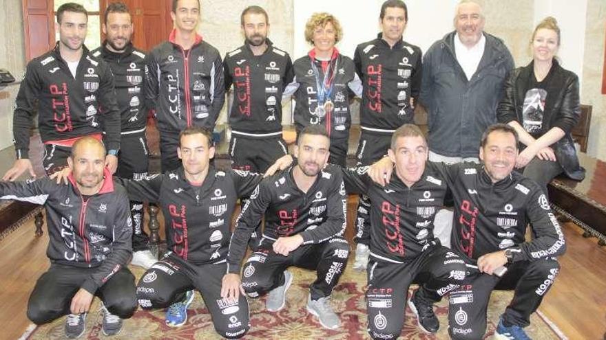 Poio homenajea a Aída, Cristian y al Club Ciclista Triatlón