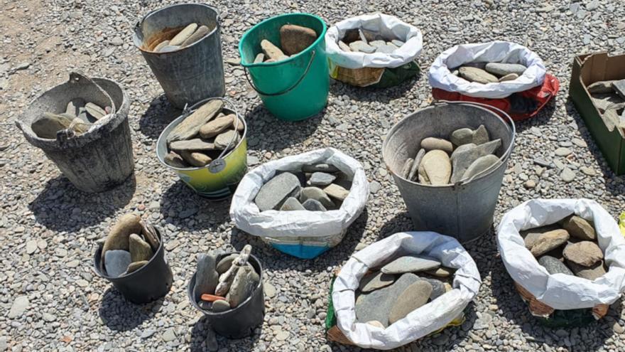 Alerten de la pèrdua de pedres en platges de Cadaqués perquè la gent se les endú a casa