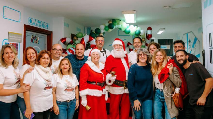 Papá Noel llena de ilusión y esperanza el Materno Infantil