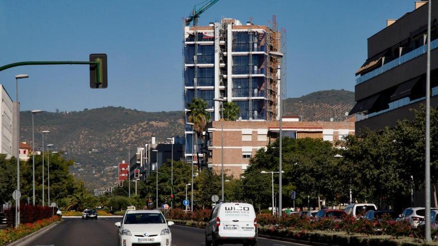La empresa FKR estudia la compra de la Torre del Agua para retomar la obra parada hace año y medio