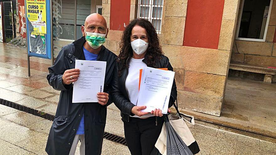 Presentadas 990 firmas contra el derribo de la casa Matilde Bares y para que el Concello la compre