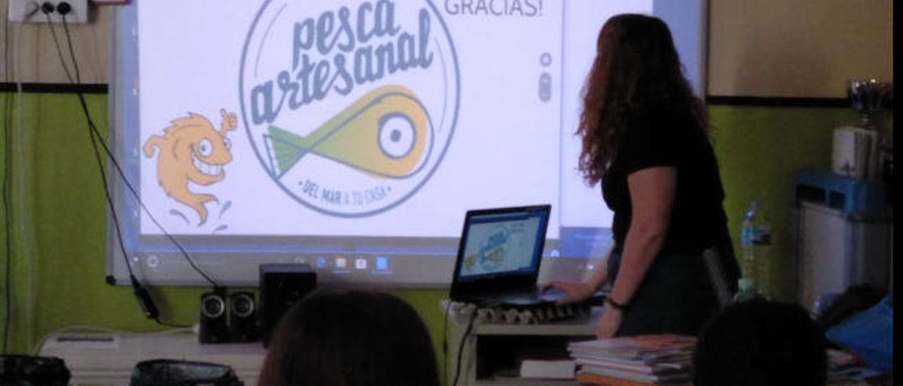 El Cabildo inicia una campaña en colegios sobre el apoyo a la pesca artesanal