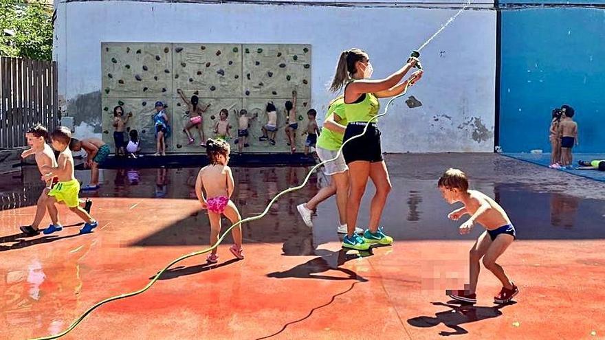Servicios Sociales de Sant Joan sufraga la escuela de verano a una veintena de niños