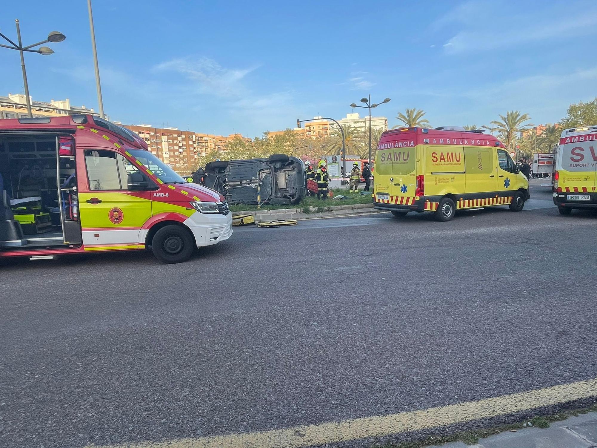 Las imágenes del accidente entre un turismo y un coche de la Policía Nacional