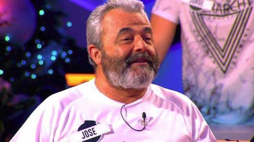 Homenaje a José Pinto: exponen las 408 camisetas que lució en televisión
