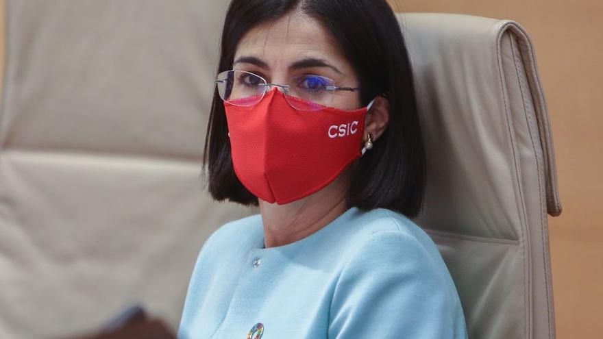 """La ministra de Sanidad anima a """"no bajar la guardia"""" y seguir vacunando"""