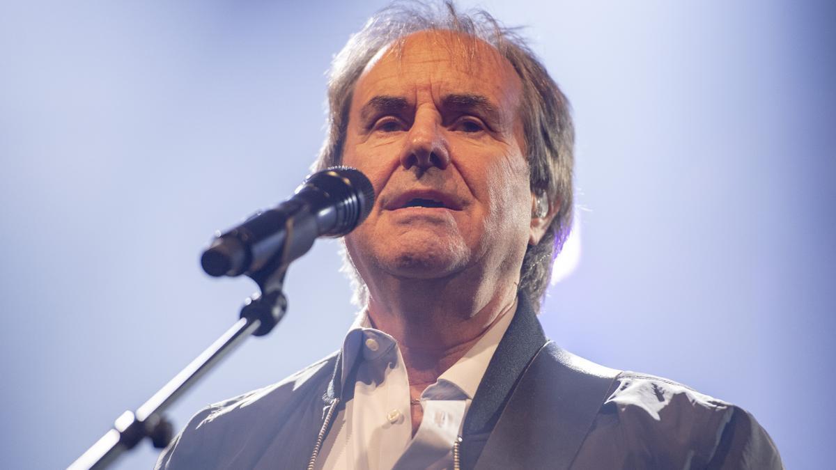 Chris de Burgh, Sänger aus Irland, hier bei einem Auftritt beim Retro Festival in Luzern in der Schweiz.
