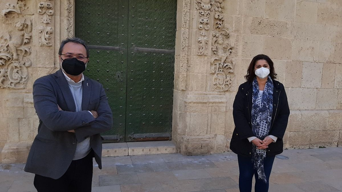 Sanguino y Martín, a las puertas del Ayuntamiento de Alicante